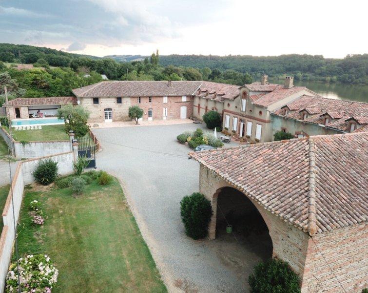 B+B Une chambre pour 2 dans Domaine du 19ième siècle avec piscine, location de vacances à Rieux-Volvestre