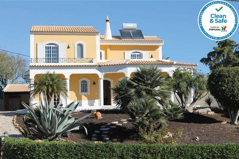 Villa Coelho, holiday rental in Pechao