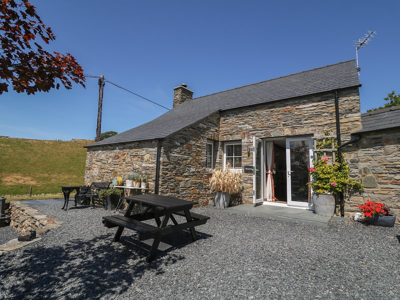 Garth Morthin The Stables, Porthmadog, holiday rental in Dolbenmaen