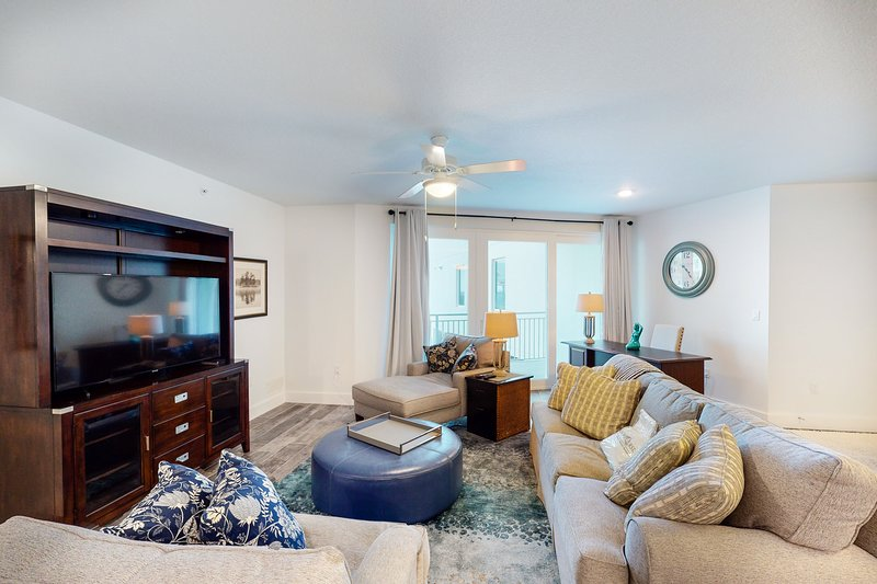 Okaloosa Island condo w/ Gulf views from bedrooms, w/ shared pool and more!, holiday rental in Fort Walton Beach