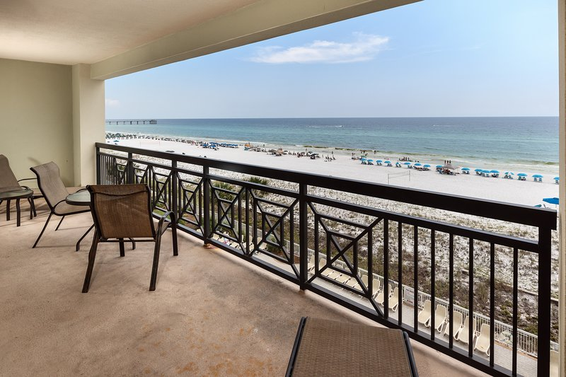 5th Floor Gulf Front Condo! Nearby Shopping & Dining! Seasonal Beach Service!, holiday rental in Fort Walton Beach