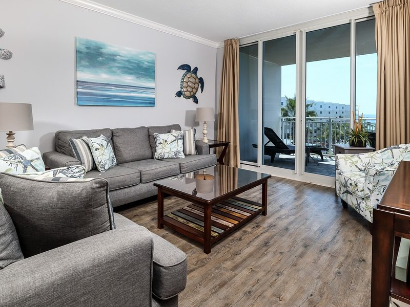 Elegant, Spacious Condo At Waterscape! Children's Playground, 2 Hot Tubs, holiday rental in Fort Walton Beach