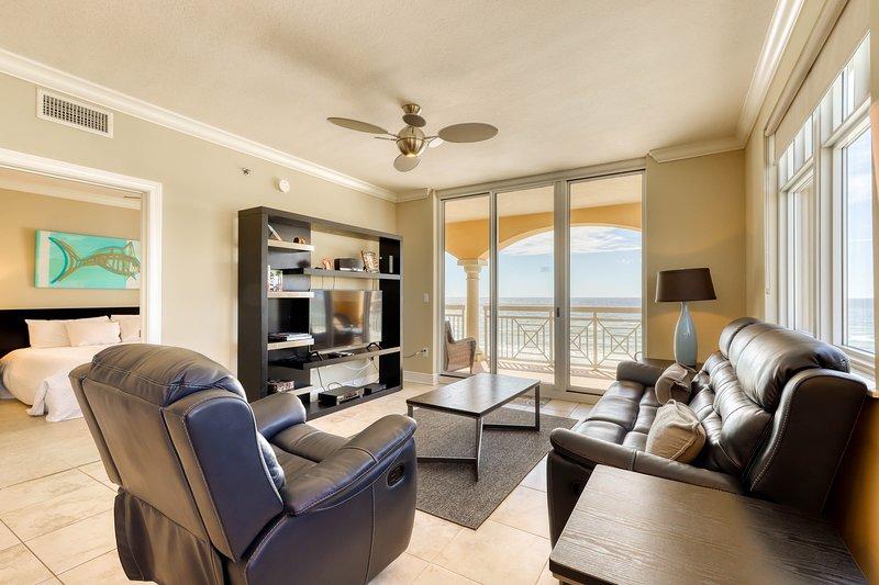 Condo! Partial Gulf View, Splash Pad, Beach Equipment Rental!, holiday rental in Fort Walton Beach