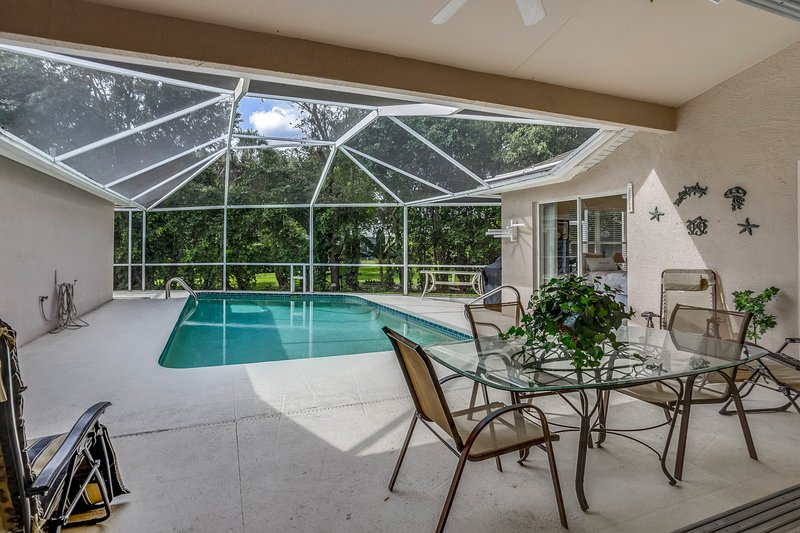 New listing! Lovely home w/ private pool, lanai, shared tennis & prime location!, vacation rental in Golden Gate