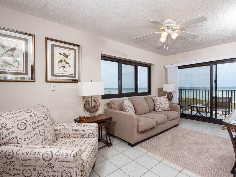 1st Floor Dog-Friendly Condo W/ Outdoor Pool, Grilling Area, holiday rental in Navarre