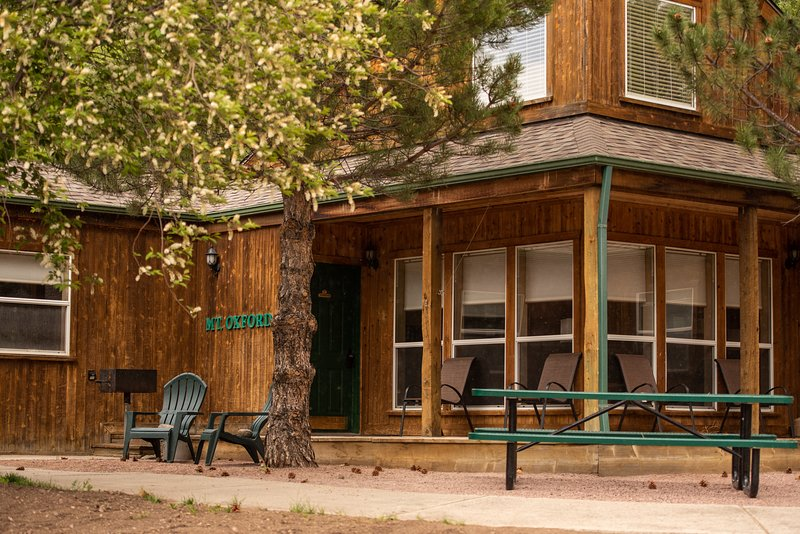Mt. Oxford Chalet at Creekside Chalets, holiday rental in Monarch