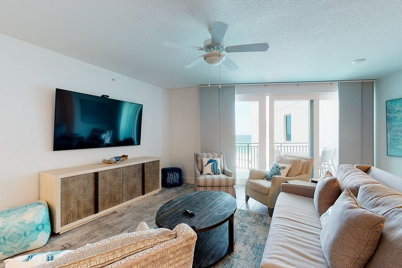 Relaxing and Beautiful condo on the beach includes seasonal beach service, holiday rental in Fort Walton Beach