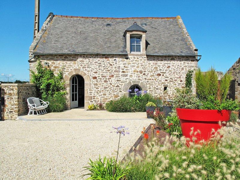 Les Quatrevais (ALE104), vacation rental in Saint-Benoit-des-Ondes