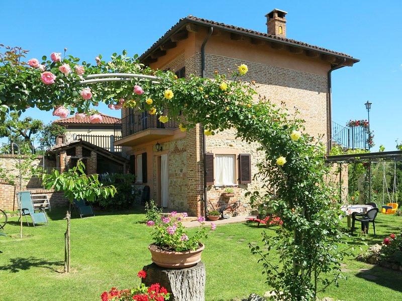 Bricco Dei Ciliegi (COZ121), Ferienwohnung in Capriglio