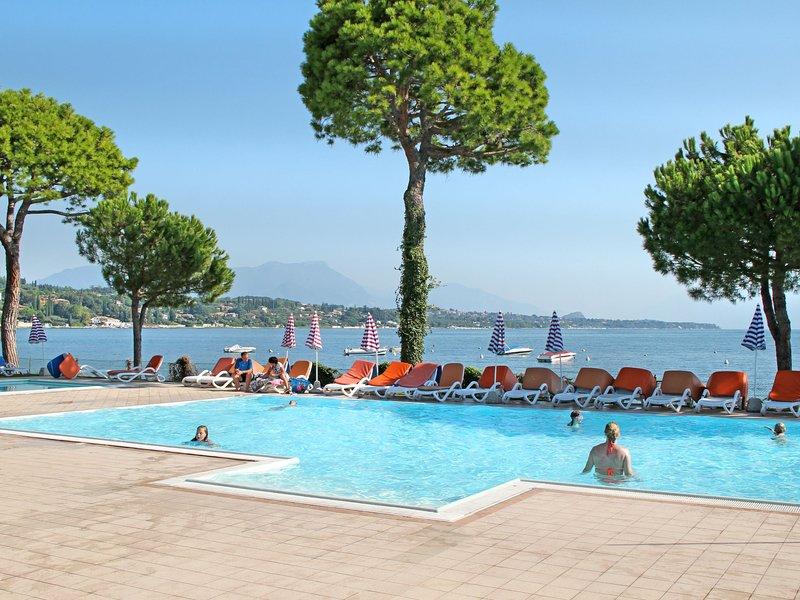 Le Corti del Lago (DES602), holiday rental in Padenghe sul Garda