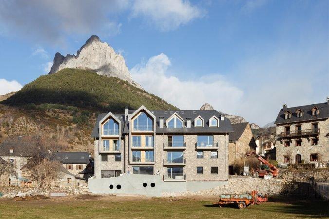 LHBA Apartamento de 2 dormitorios con 2 baños, holiday rental in Sallent de Gallego