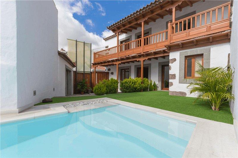 New Rural Emblematic House Santa Lucia with private pool, vacation rental in Santa Lucía de Tirajana