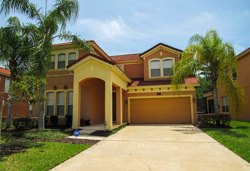 Exquisite Villa with Private Pool/Spa & Games Room, vacation rental in Kissimmee