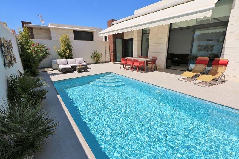 VDE-114 Wheelchair friendly villa with private pool close to everything, aluguéis de temporada em Romero