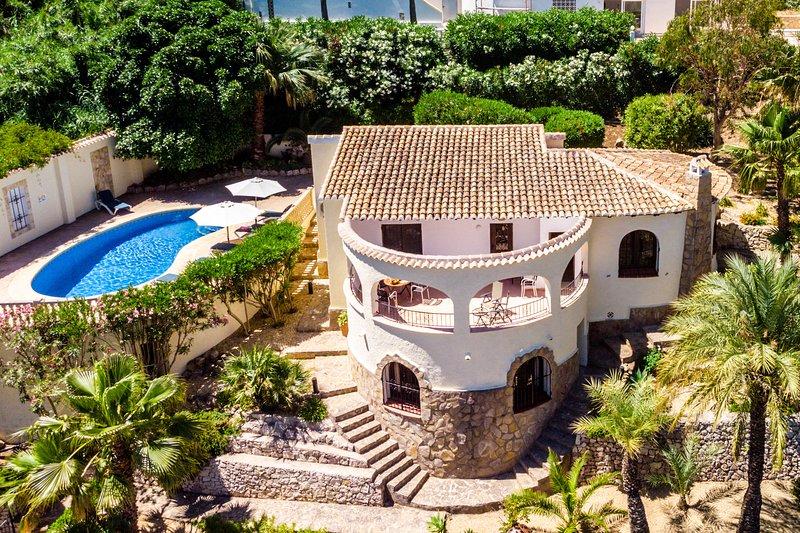 Charming 3-Bed Villa Mar Azul set on Barraca Bay, vacation rental in El Tosalet