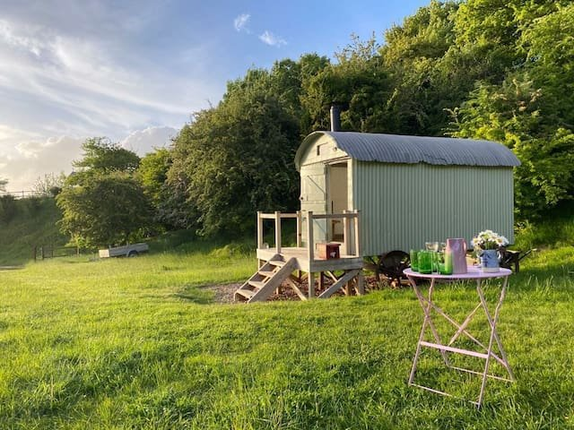 The Hut at Lime Cottage, casa vacanza a Tisbury