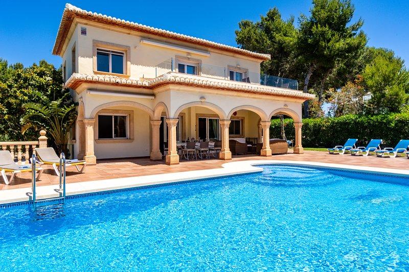 Stunning 4-Bed Villa Delfino in Javea, vacation rental in El Tosalet