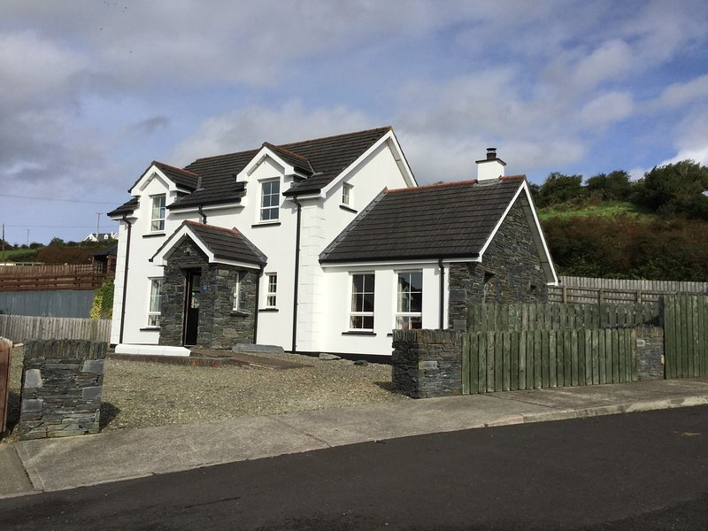Stables: Rural 4 bed detached house with breathtaking Lough and Mountain views, vacation rental in Greencastle