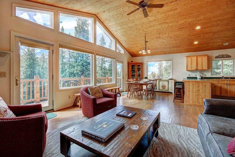 FREE SkyCard Activities - Wooded Setting, Gas Fireplace, Wrap-Around Deck, holiday rental in Alma