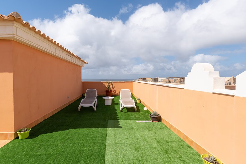 Corner pent house apartment with ocean view, holiday rental in El Cotillo
