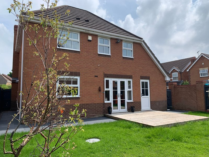 WOODPERRY HOUSE, SOLIHULL 4 x Double Bedrooms, Detached House nr NEC, Birmingham, location de vacances à Marston Green