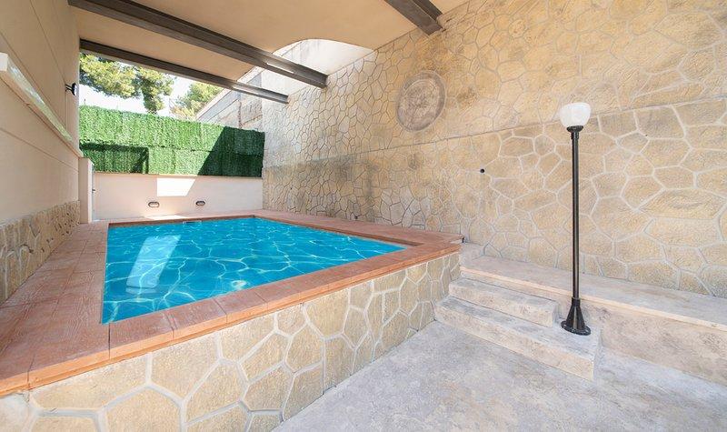 R109 Casa adosada moderna con piscina, aluguéis de temporada em Calafell