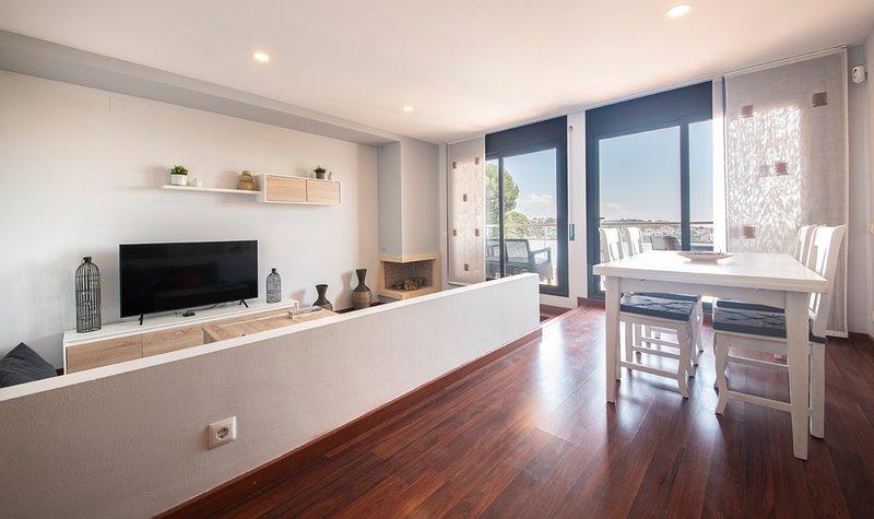 R100/3 Moderna casa con piscina compartida  2km de la playa, holiday rental in L'Arboc