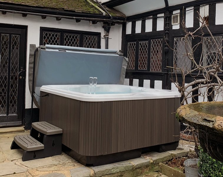 Hot Tub - new for 2020