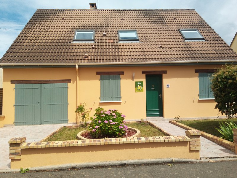 Beautiful house with garden & Wifi, holiday rental in Saint-Saturnin