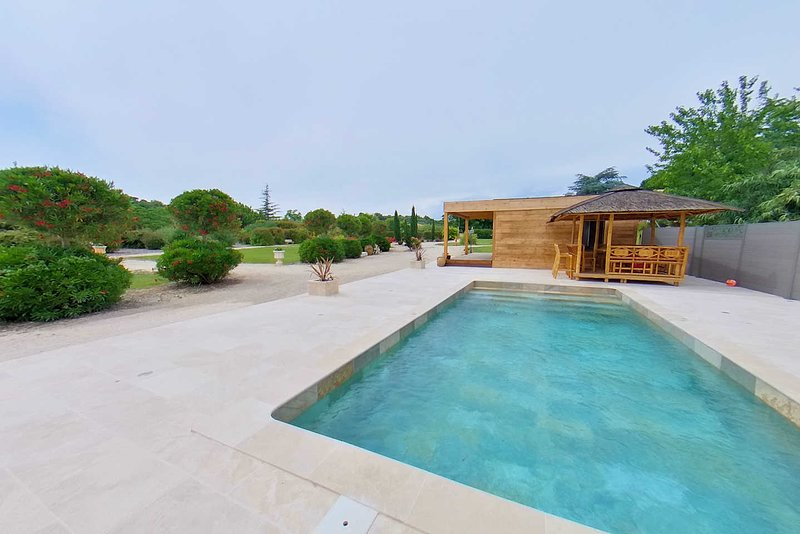Le Beau Jardin Pezenas sleeps 6 with private pool & gardens, holiday rental in Cazouls d'Herault