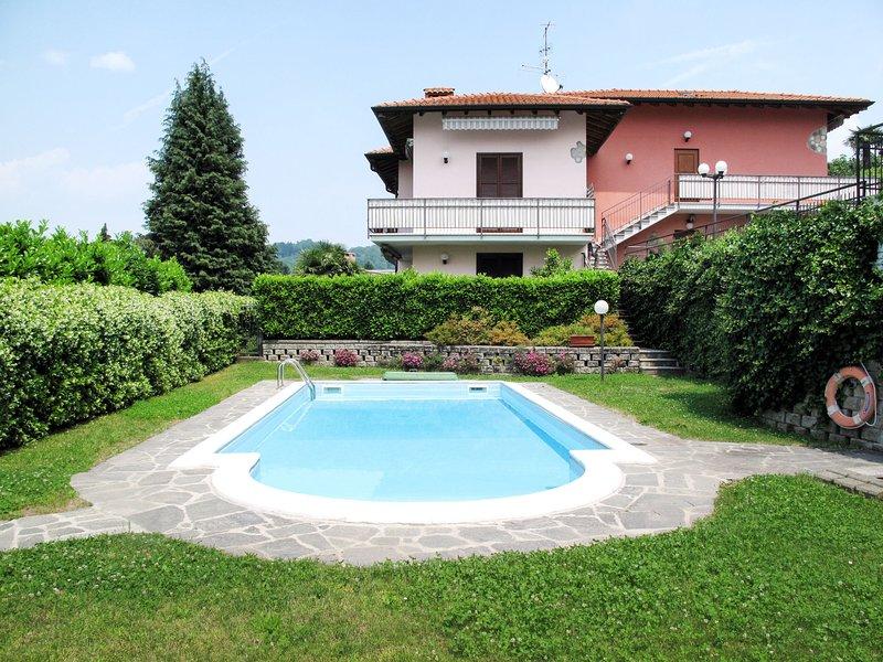 Parco Rosa (BDB160), vacation rental in Brezzo di Bedero