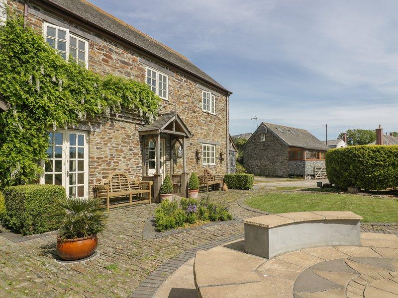 FOXES DEN, barn conversion, en-suites, parking, shared courtyard in Gorran, location de vacances à St Goran