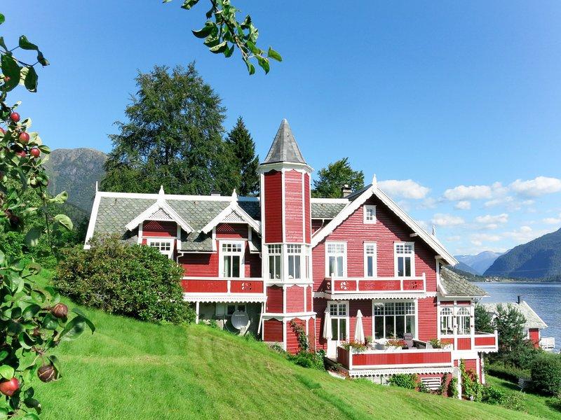 Villa Lorna (FJS026), holiday rental in Fjaerland