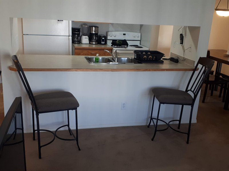 2 Bedroom 2 Bath Apartment with Gym, holiday rental in Fort McMurray