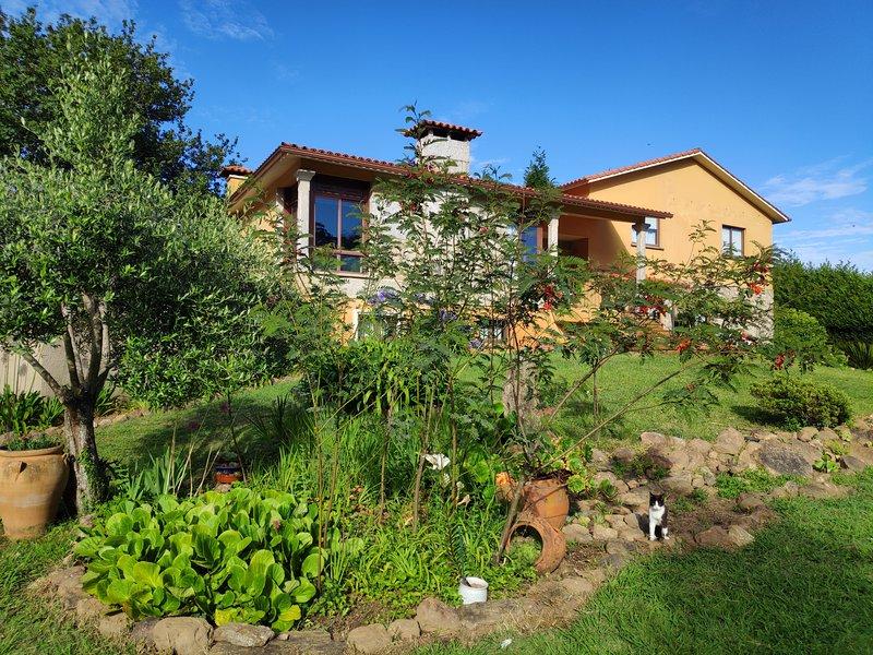 Preciosa y tranquila casa en Adina (Sanxenxo)., aluguéis de temporada em Outeiro
