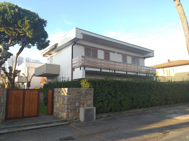 Italian Sunny home, vacation rental in Marina di Pietrasanta