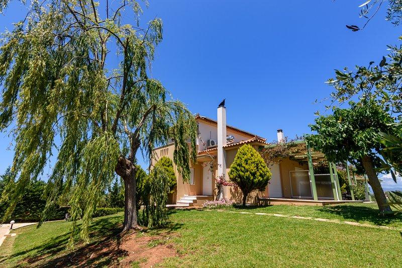 Kyparissia Garden Retreat - Premium Family Suite, holiday rental in Neochori