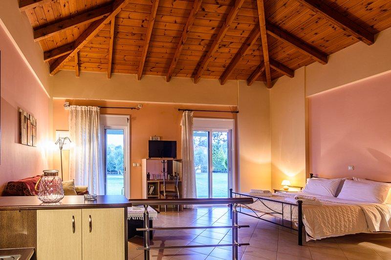 Kyparissia Garden Retreat - Premium Master Suite, holiday rental in Neochori