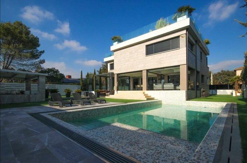 Gorgeous house in Sierra de Madrid, casa vacanza a Robledo de Chavela