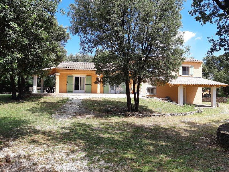Location maison individuelle dans village médiéval, location de vacances à Vèzenobres