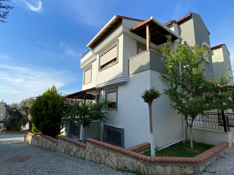 IDEAL FOR FAMILIES HUGE VILLA LUXURY, holiday rental in Kusadasi