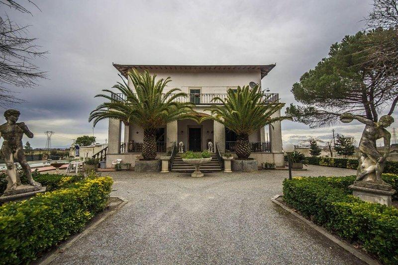 Villa Cenaia deluxe nella campagna toscana, holiday rental in Lavoria