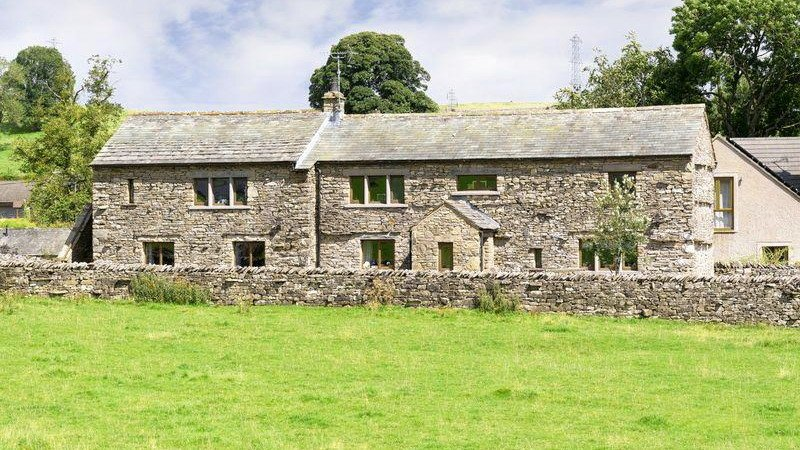 Spacious 4 Bed Family Home with Hot Tub - Pet Friendly, vacation rental in Penrith