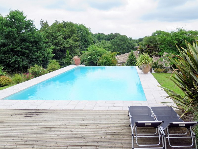 Aucéloun (NAS100), vacation rental in Poudenx
