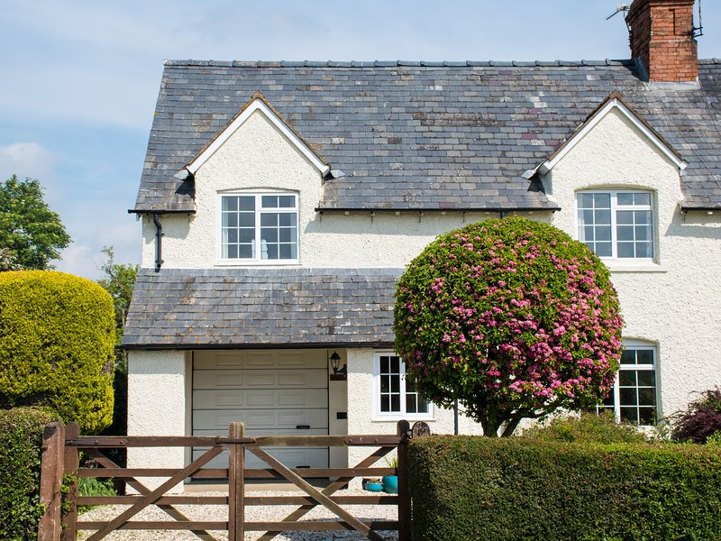 GLENCOE COTTAGE, WIFI, countryside views, Cotswolds AONB, Ref 952573, Ferienwohnung in Badsey