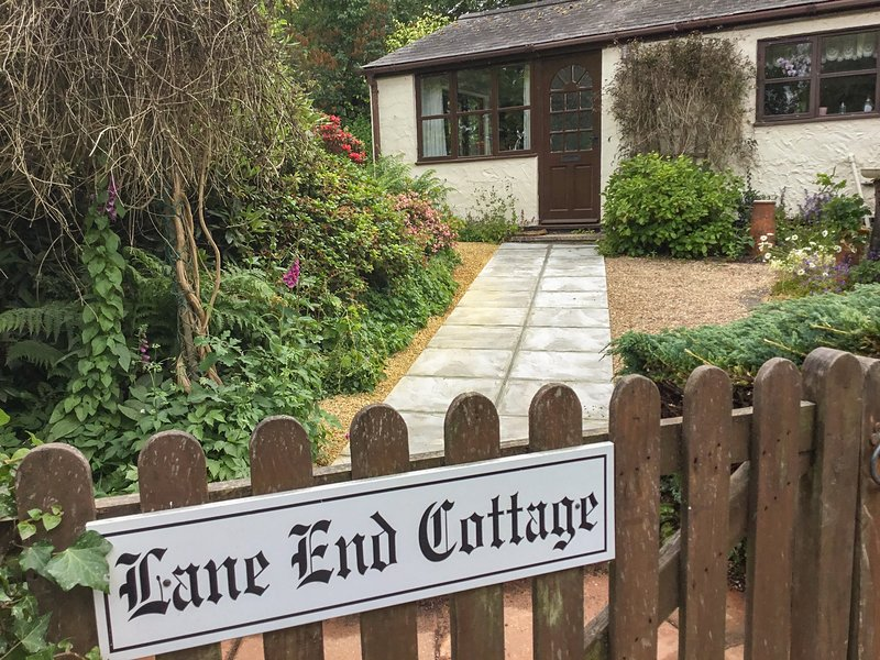 LANE END COTTAGE, Blackdown Hills AONB, WiFi, Dalwood 3.5 miles, 974621, holiday rental in Honiton