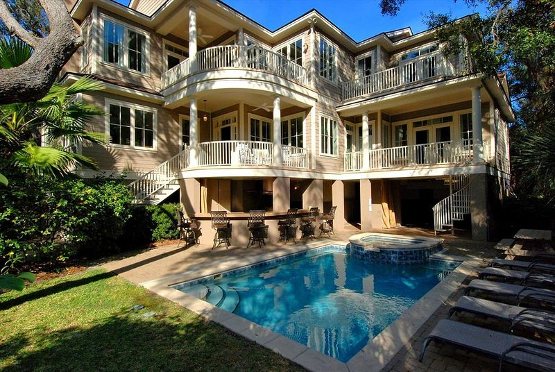 Steps to Beach, Private Pool/Spa and Pool Bar, 5 Minute Walk to Coligny, location de vacances à Hilton Head