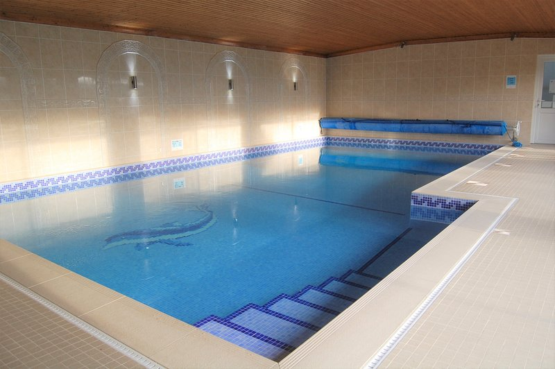 Willow Lodge, Bubwith with Indoor Heated Swimming Pool, casa vacanza a Goole
