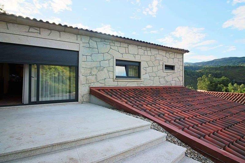 Casa da Adega - Country House - Gerês, North of Portugal, casa vacanza a Caldelas