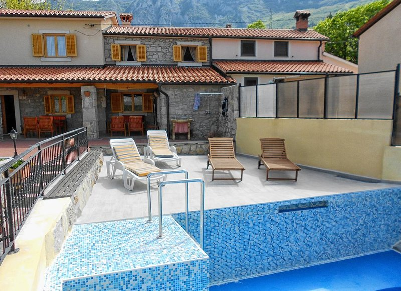 Kozljak Holiday Home Sleeps 7 with Pool and Air Con - 5467212, location de vacances à Vozilici